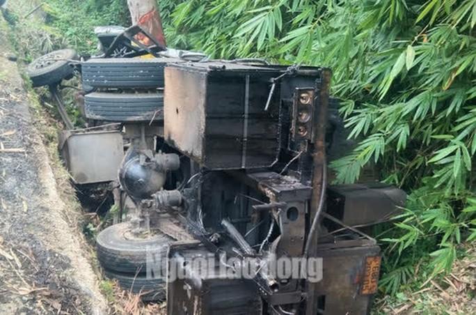 Lật xe trên đèo Bảo Lộc, 2 người tử vong tại chỗ - Ảnh 4.