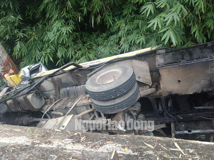 Lật xe trên đèo Bảo Lộc, 2 người tử vong tại chỗ - Ảnh 3.