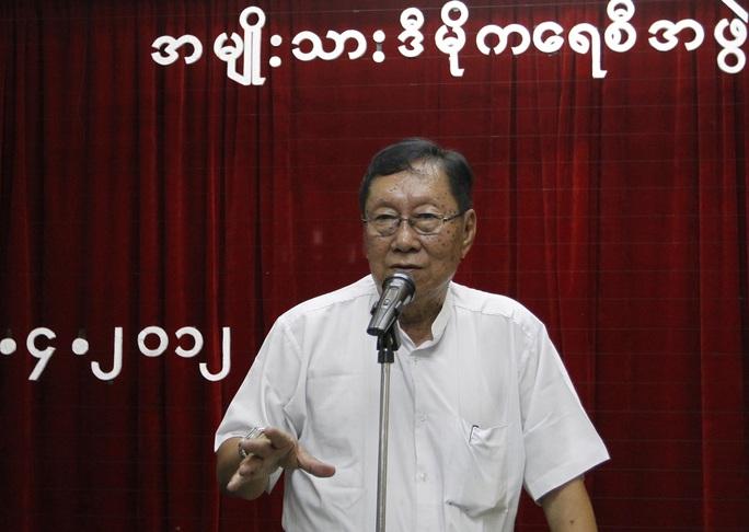 Cố vấn cấp cao của bà Suu Kyi chết vì mắc Covid-19 trong tù - Ảnh 1.