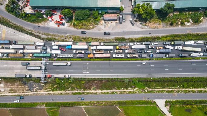 Cận cảnh hàng ngàn phương tiện giao thông ùn tắc nhiều giờ tại điểm chốt Pháp Vân-Cầu Giẽ - Ảnh 5.