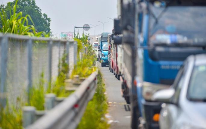 Cận cảnh hàng ngàn phương tiện giao thông ùn tắc nhiều giờ tại điểm chốt Pháp Vân-Cầu Giẽ - Ảnh 6.