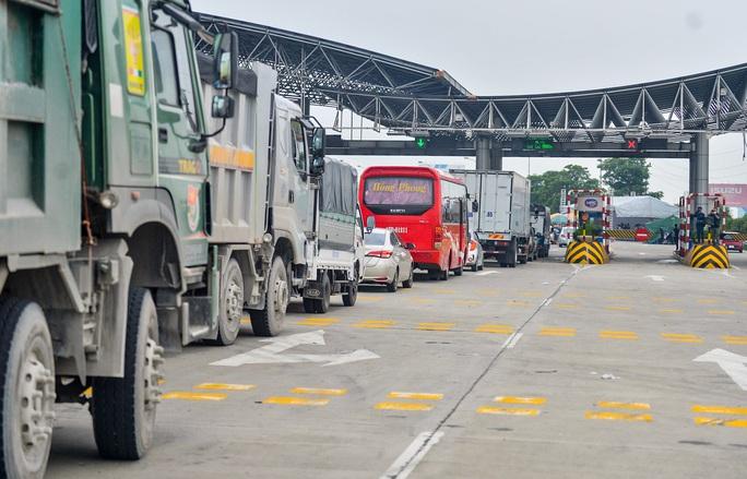 Cận cảnh hàng ngàn phương tiện giao thông ùn tắc nhiều giờ tại điểm chốt Pháp Vân-Cầu Giẽ - Ảnh 2.