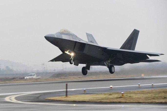 Mỹ điều chiến đấu cơ ồ ạt, gửi thông điệp đến Trung Quốc - Ảnh 1.