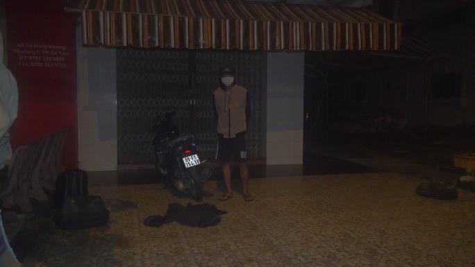 Từ TP HCM về Cà Mau, nam thanh niên ngoan cố vượt chốt kiểm tra y tế - Ảnh 2.