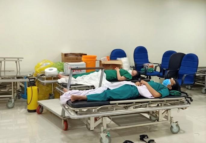Cận cảnh các y, bác sĩ Thanh Hóa làm việc ở tâm dịch Covid-19 TP HCM - Ảnh 5.