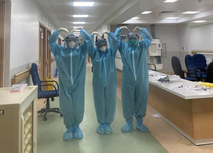 Cận cảnh các y, bác sĩ Thanh Hóa làm việc ở tâm dịch Covid-19 TP HCM - Ảnh 12.