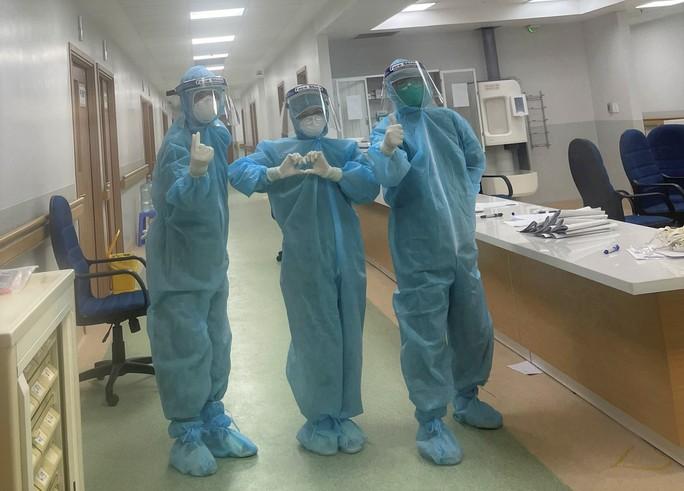 Cận cảnh các y, bác sĩ Thanh Hóa làm việc ở tâm dịch Covid-19 TP HCM - Ảnh 13.