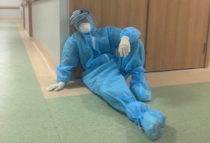Cận cảnh các y, bác sĩ Thanh Hóa làm việc ở tâm dịch Covid-19 TP HCM - Ảnh 7.