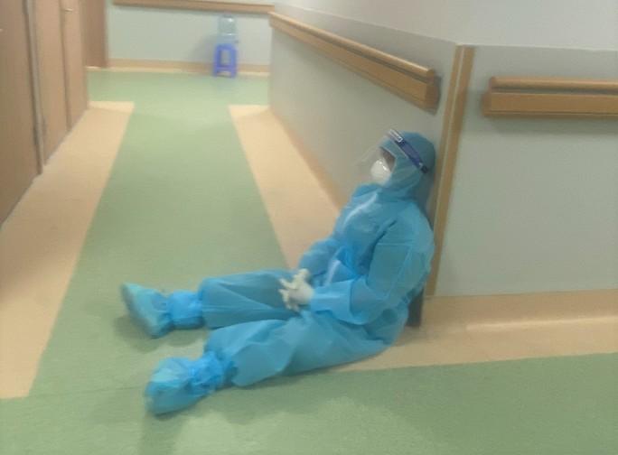 Cận cảnh các y, bác sĩ Thanh Hóa làm việc ở tâm dịch Covid-19 TP HCM - Ảnh 8.