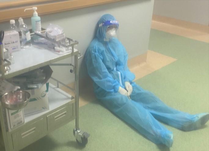 Cận cảnh các y, bác sĩ Thanh Hóa làm việc ở tâm dịch Covid-19 TP HCM - Ảnh 9.