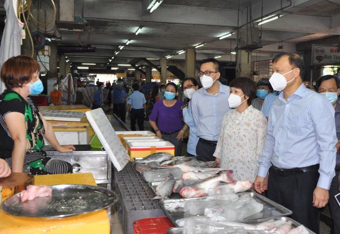 TP HCM chỉ còn 32 chợ hoạt động, Sở Công Thương gửi công văn khẩn cho các địa phương  - Ảnh 1.