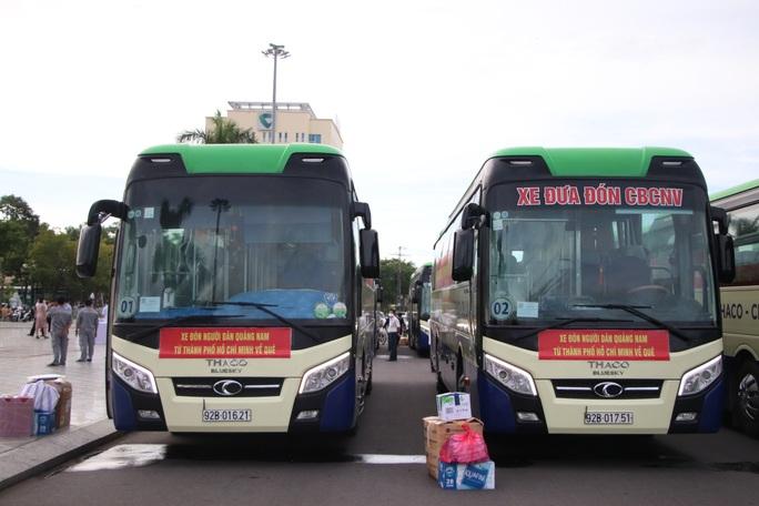 Quảng Nam đưa xe đón đồng hương, mang theo 100 tấn nông sản hỗ trợ TP HCM - Ảnh 3.