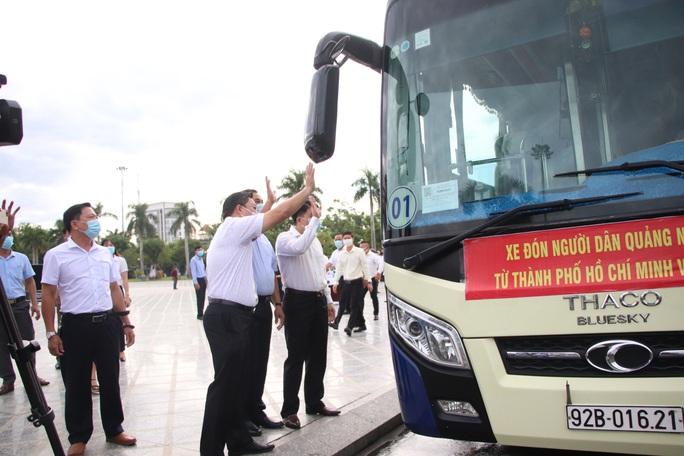 Quảng Nam đưa xe đón đồng hương, mang theo 100 tấn nông sản hỗ trợ TP HCM - Ảnh 1.