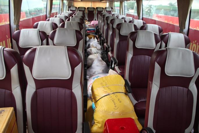 Quảng Nam đưa xe đón đồng hương, mang theo 100 tấn nông sản hỗ trợ TP HCM - Ảnh 9.