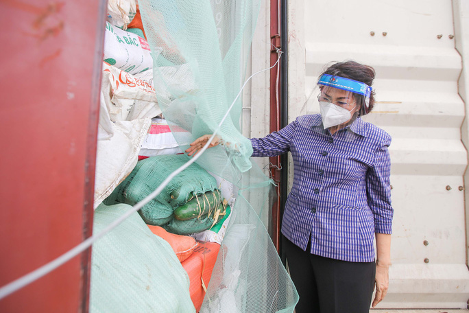 Gần 300 tấn nhu yếu phẩm ủng hộ người dân Thành phố Hồ Chí Minh đã đến Cảng Bến Nghé - Ảnh 3.