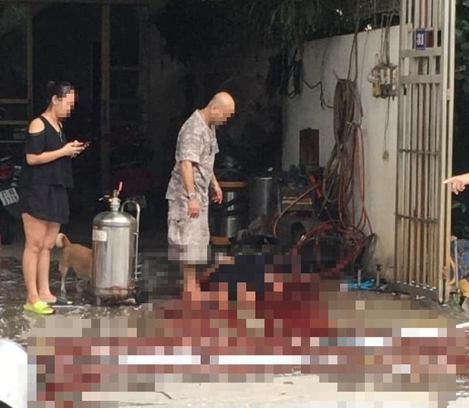 Nổ bình tạo bọt rửa xe, 1 phụ nữ tử vong - Ảnh 1.