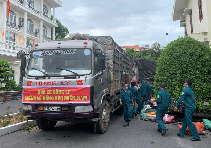 1.500 tấn hàng của người dân Thanh Hóa lên tàu biển vào TP HCM - Ảnh 3.