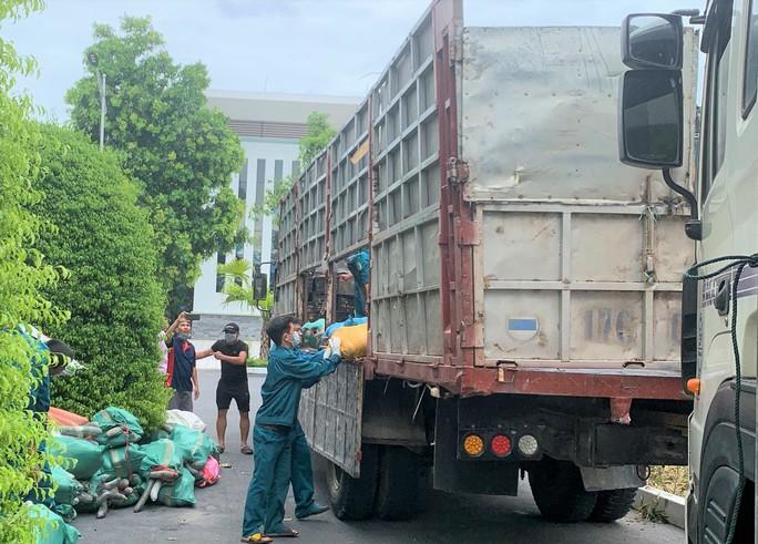 1.500 tấn hàng của người dân Thanh Hóa lên tàu biển vào TP HCM - Ảnh 2.