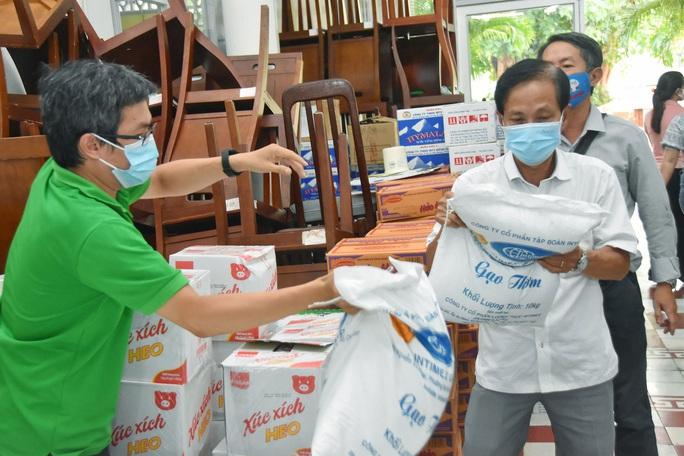 Chương trình Thực phẩm miễn phí cùng cả nước chống dịch (*): Ấm lòng bởi sự sẻ chia - Ảnh 1.
