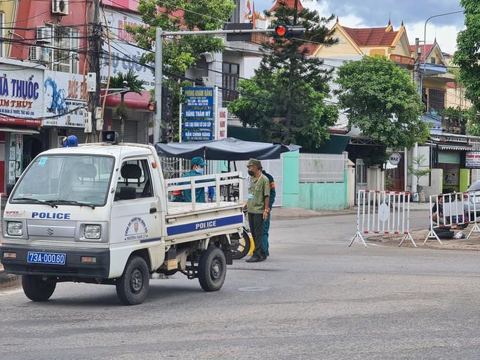 Thêm 2 huyện ở Quảng Bình giãn cách xã hội để phòng dịch Covid-19 - Ảnh 1.