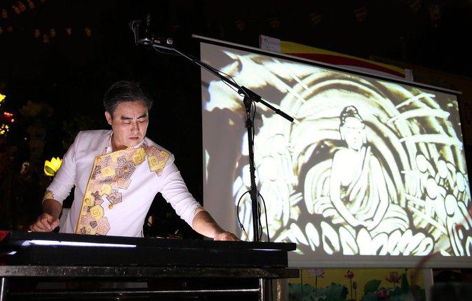Bức tranh cát của họa sĩ Trí Đức gây sốt cộng đồng mạng - Ảnh 2.
