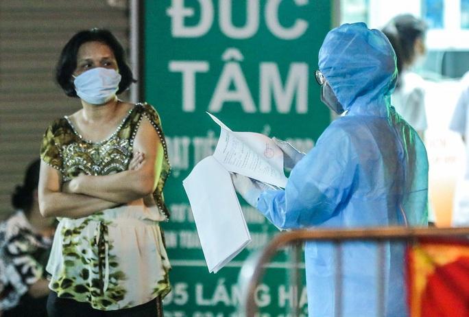 Đình chỉ kinh doanh nhà thuốc để xảy ra lây lan dịch khiến 17 người mắc Covid-19 - Ảnh 1.