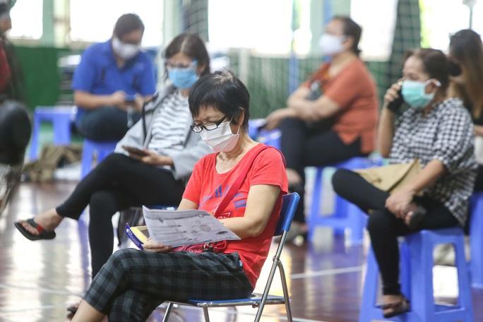 Ngày đầu triển khai tiêm đại trà hơn 930.000 liều vắc-xin ngừa Covid-19 tại TP HCM  - Ảnh 10.