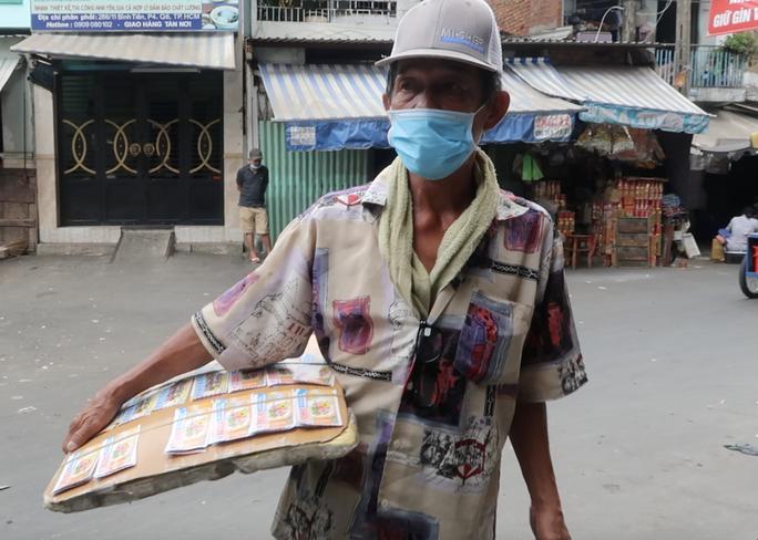 Khánh Hòa hỗ trợ người bán vé số, chạy xe ôm ảnh hưởng dịch Covid-19 - Ảnh 1.