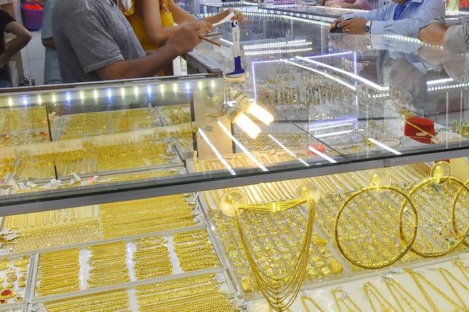 Giá vàng hôm nay của thế giới giao dịch trên 1.800 USD/ounce