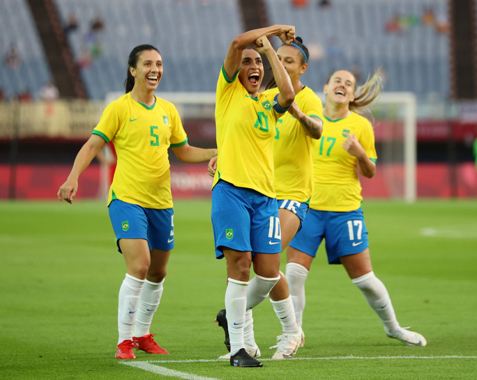 Lập kỷ lục ghi bàn tại Olympic, nữ siêu nhân Marta được Pele ca ngợi - Ảnh 2.