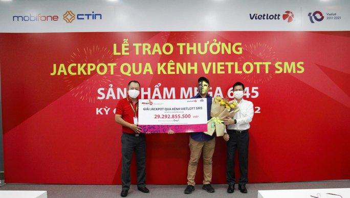 Vietlott trả thưởng gần 50 tỉ đồng cho người trúng giải qua tin nhắn SMS - Ảnh 2.