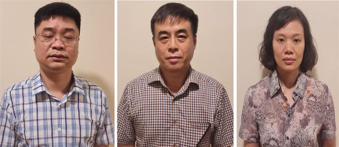 Vụ SGK giả: Bắt 3 cán bộ Cục Quản lý thị trường Hà Nội - Ảnh 1.