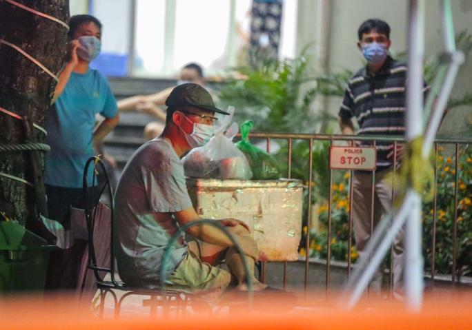 CLIP: Phong toả 2 toà chung cư với hơn 4.000 cư dân liên quan 3 ca dương tính SARS-CoV-2 - Ảnh 15.