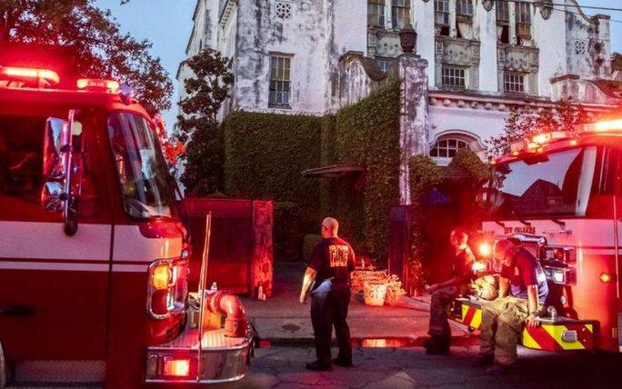 Biệt thự cổ của nữ danh ca Beyonce bị cháy - Ảnh 2.