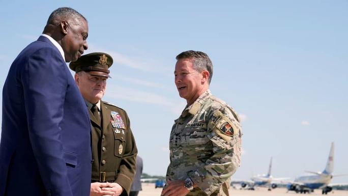 Afghanistan: Mỹ bất ngờ không kích Taliban - Ảnh 1.