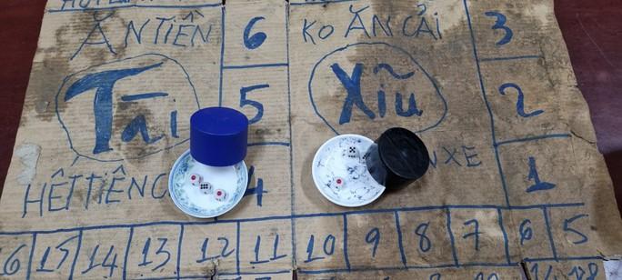 """Bắt quả tang 27 đối tượng tụ tập mở """"chợ"""" đánh bạc trong lúc giãn cách - Ảnh 3."""
