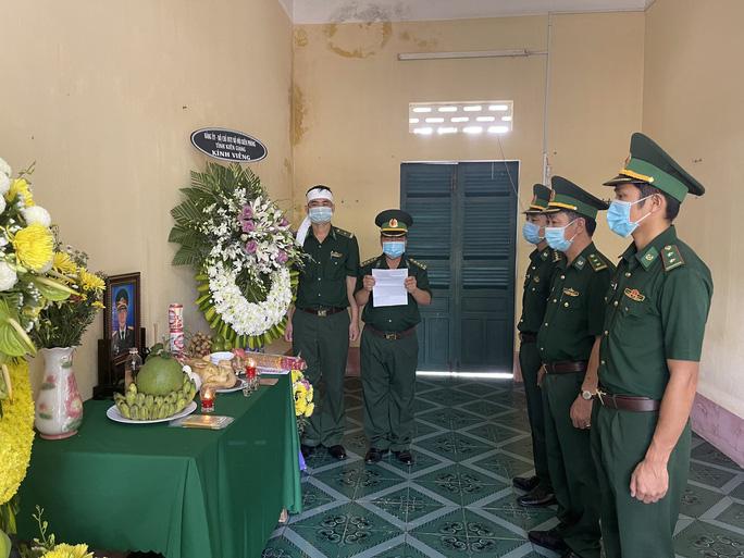 Chịu tang người thân tại nơi tuyến đầu phòng chống dịch Covid-19 - Ảnh 3.