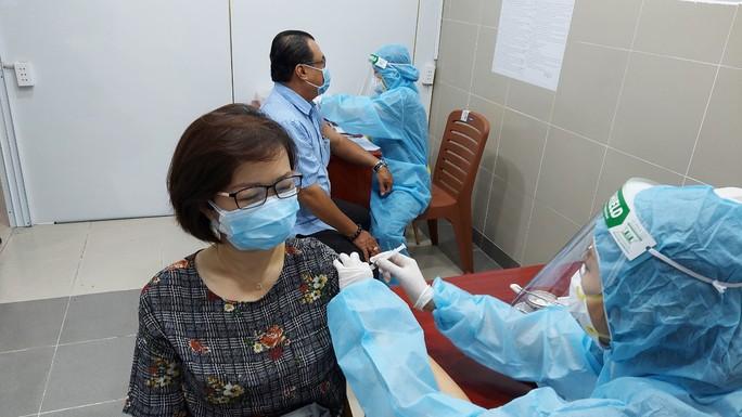 TP HCM: Đề nghị 24 bệnh viện tổ chức tiêm vắc-xin Covid-19 cố định - Ảnh 1.