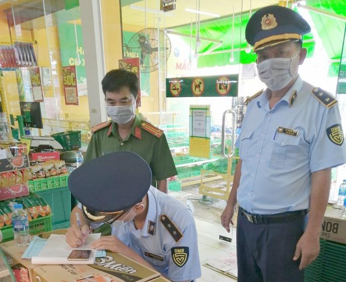 Một cửa hàng Bách Hóa Xanh bị phạt vì không niêm yết giá đầy đủ - Ảnh 2.