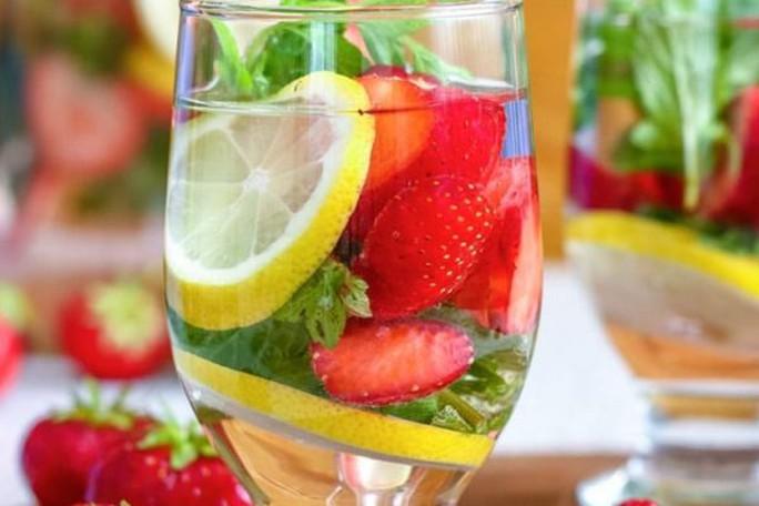 Uống nước detox, thanh nhiệt nhiều có hại thận? - Ảnh 1.