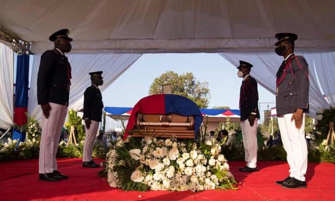 Hỗn loạn trong tang lễ cố Tổng thống Haiti - Ảnh 3.