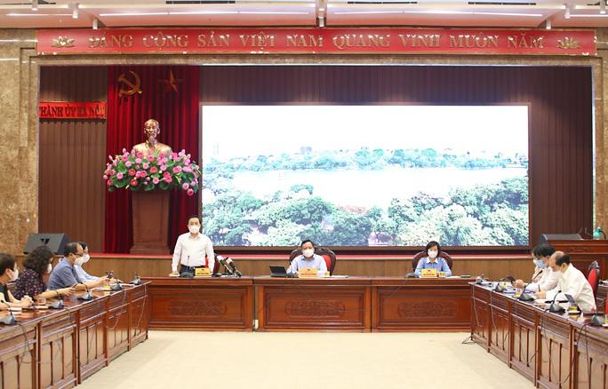 Hà Nội cấm shipper giao hàng, hỗ trợ tiền cho nhiều người dân bị ảnh hưởng bởi dịch - Ảnh 1.
