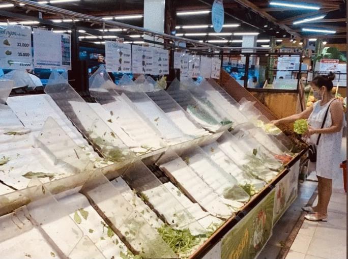 Khánh Hòa: Tạm ngừng hoạt động chợ truyền thống, dân đổ xô đi siêu thị gom hàng - Ảnh 5.