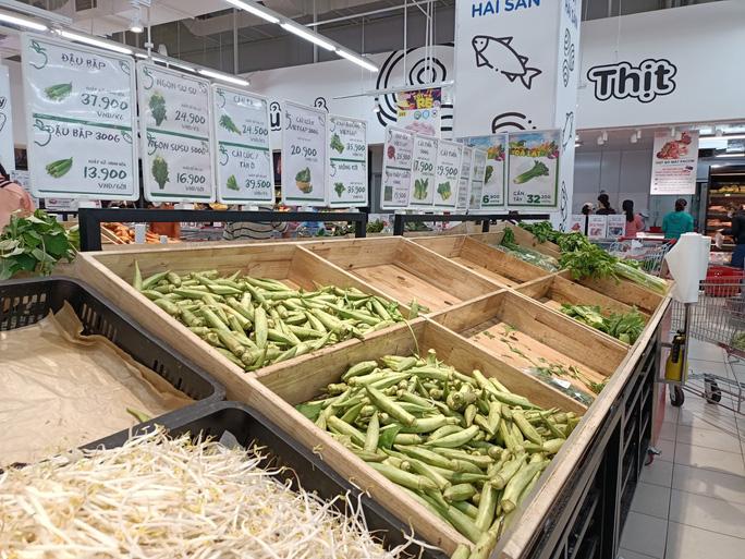 Khánh Hòa: Tạm ngừng hoạt động chợ truyền thống, dân đổ xô đi siêu thị gom hàng - Ảnh 4.