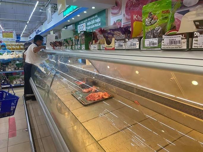 Khánh Hòa: Tạm ngừng hoạt động chợ truyền thống, dân đổ xô đi siêu thị gom hàng - Ảnh 3.
