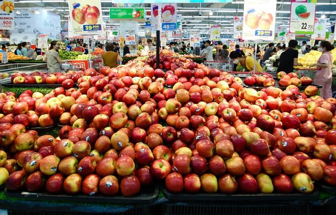"""CLIP: """"Đột nhập"""" siêu thị xem nguồn hàng trong ngày giãn cách xã hội - Ảnh 13."""