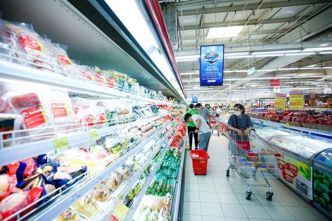 """CLIP: """"Đột nhập"""" siêu thị xem nguồn hàng trong ngày giãn cách xã hội - Ảnh 2."""