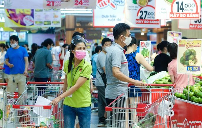 """CLIP: """"Đột nhập"""" siêu thị xem nguồn hàng trong ngày giãn cách xã hội - Ảnh 7."""