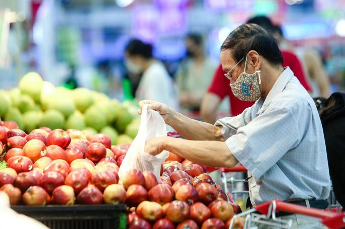 """CLIP: """"Đột nhập"""" siêu thị xem nguồn hàng trong ngày giãn cách xã hội - Ảnh 3."""