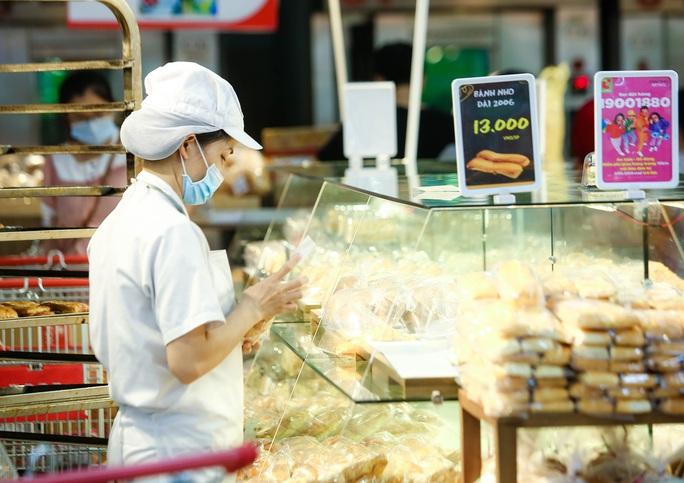 """CLIP: """"Đột nhập"""" siêu thị xem nguồn hàng trong ngày giãn cách xã hội - Ảnh 9."""